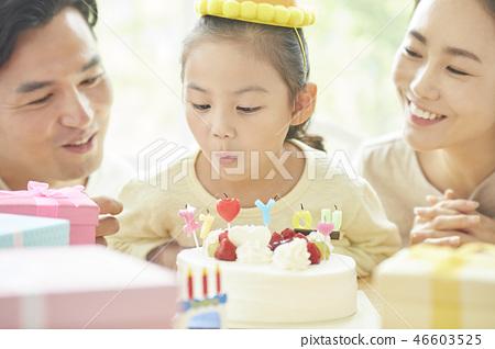 가족 라이프 스타일 생일 46603525