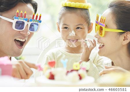가족 라이프 스타일 생일 46603581