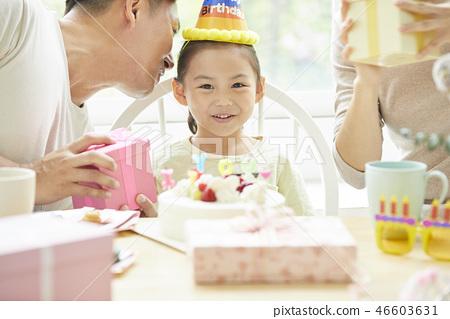家庭生活方式生日 46603631
