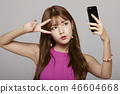 女人肖像系列颜色背智能手机 46604668
