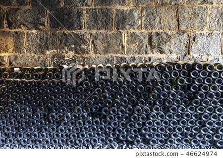 와인 터널 46624974
