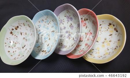 요리용 접시 46643192