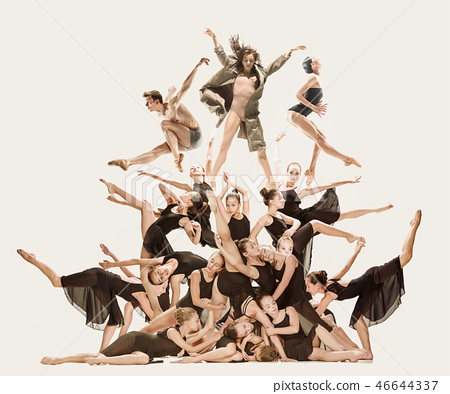 The group of modern ballet dancers 46644337