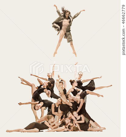 The group of modern ballet dancers 46662779