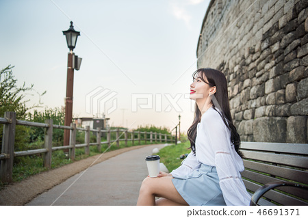 여성, 여자, 여대생, 노을, 석양 , 햇살, 해질녘, 나들이,  46691371