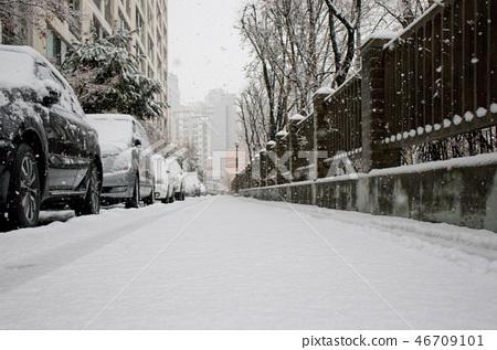 눈 내리는 도시 풍경, 겨울 배경 46709101