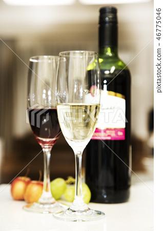 술잔과 와인 46775046