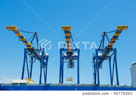 Heavy machinery for unloading at Long Beach Harbor (look from the sea side) 46776885