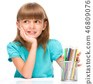 Little girl with color pencils 46809076