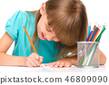 Little girl is drawing using pencils 46809090
