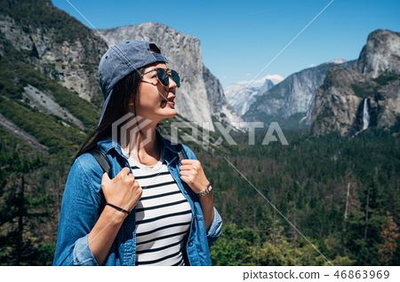 tourist with sunglasses enjoy in yosemite 46863969