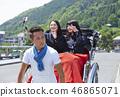 乘坐人力车的两个高中女孩 46865071