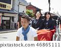 สองสาวโรงเรียนมัธยมขี่รถลากบนถนน 46865111