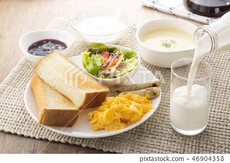 牛奶早餐 46904358