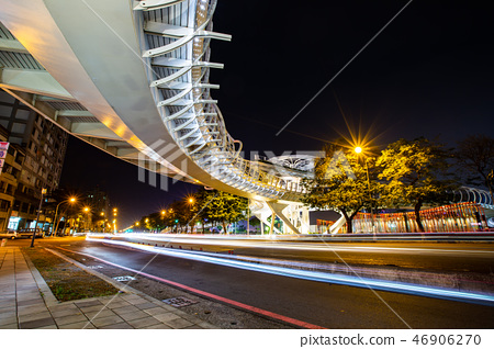 高雄輕軌、新光碼頭、凱旋橋、85大樓 Asia Taiwan Kaohsiung City  46906270
