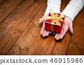 女人的手與禮物 46915986