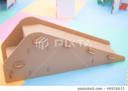 Cardboard slide 46916615