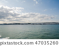 확산 구름 아래 배 위에서 보이는 도버의 화이트 클리프 47035260