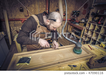 carpenter at work 47090116