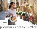 street woman photographer 47092970