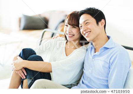 夫婦新婚夫婦家庭生活方式 47103950