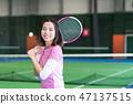 젊은 여성, 테니스 코트, 라켓 47137515