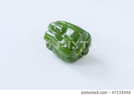 [With clipping path] green pepper 47138946