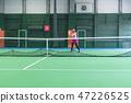 젊은 여성, 테니스 코트, 라켓, 치기 47226525