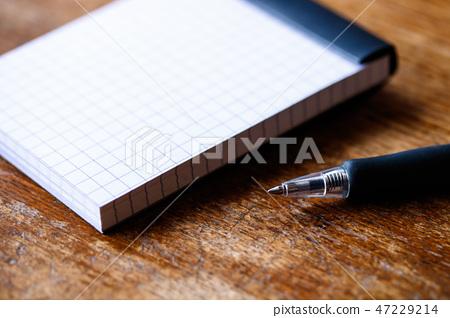 記事本和圓珠筆 47229214