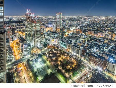 新宿摩天大樓組在晚上 47239421