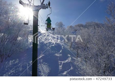 在Murao Kogen滑雪勝地的山頂附近的單人電梯 47249733