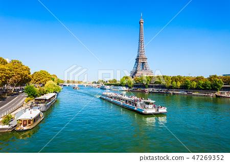 Eiffel Tower in Paris, France 47269352