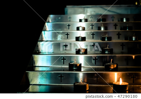 金燭台。 Instituto Doro。 47290180