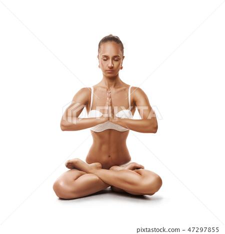 Healthy latino woman doing yoga 47297855