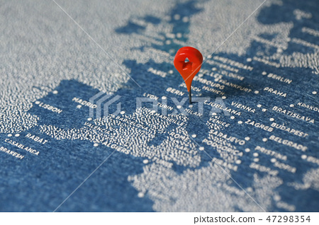 travel painted map with the pin, Italy 47298354