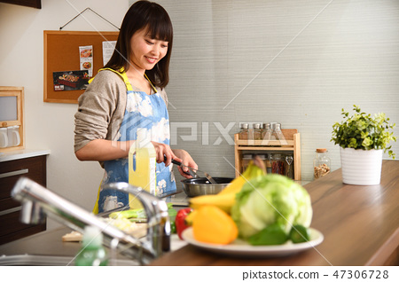 Housewife in the kitchen 47306728
