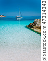 Luxury boat yacht anchored in a bay of tropical Island 47314343