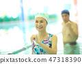 수영장에 다니는 60 대 남녀 47318390