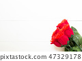 Present gift with red rose flower on wooden table, 14 February o 47329178