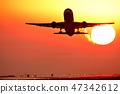 아름다운 석양을 배경으로 비행 Flying with a beautiful setting sun 47342612