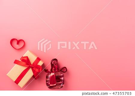 情人節白色情人節禮物瑞帶琞縶瑰寶瑰愛心情人節情人節 47355703