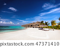 Beach and water villas on a small island resort in Maldives, Indian Ocean. 47371410