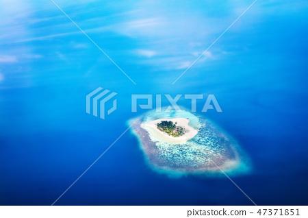 Heart shape island in Maldives, Indian Ocean 47371851
