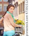 여성, 자전거, 꽃 47391512