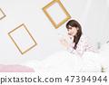 一個女人在床上 47394944