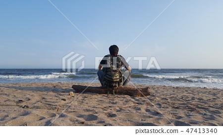 감성 짙은 한국 남자의 고독의 바다  47413340