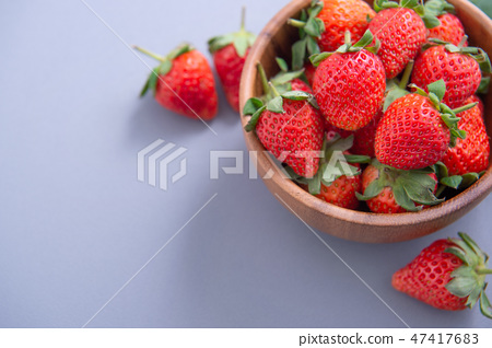 草瓜水水果冬天樹碗靛藍灰色背景草莓草莓草莓 47417683
