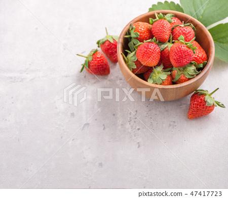草瓜水水果冬季水泥木碗清水模仿背景草莓草莓草莓 47417723