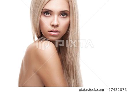 Beautiful brunette woman portrait 47422078