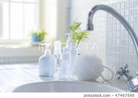 화장실 인물없이 아침 47467898